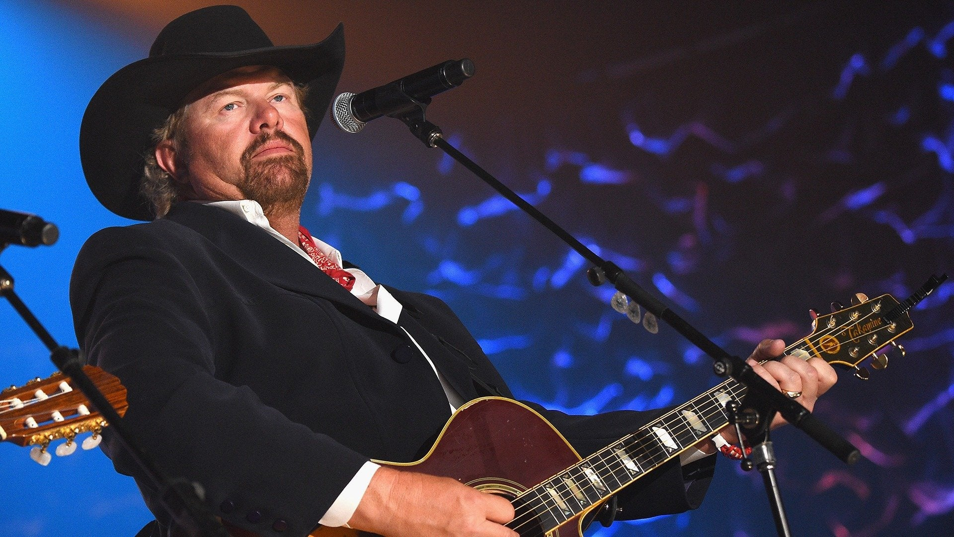 Toby Keith: 35 MPH Town