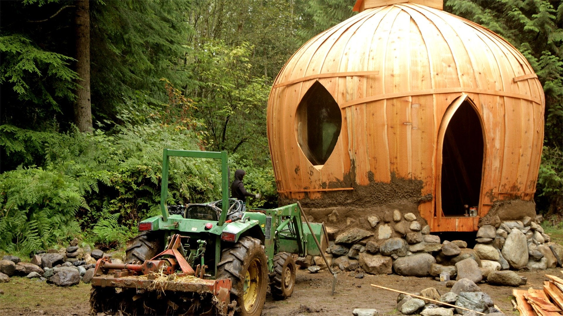 Building Off the Grid: Massive Mud Home