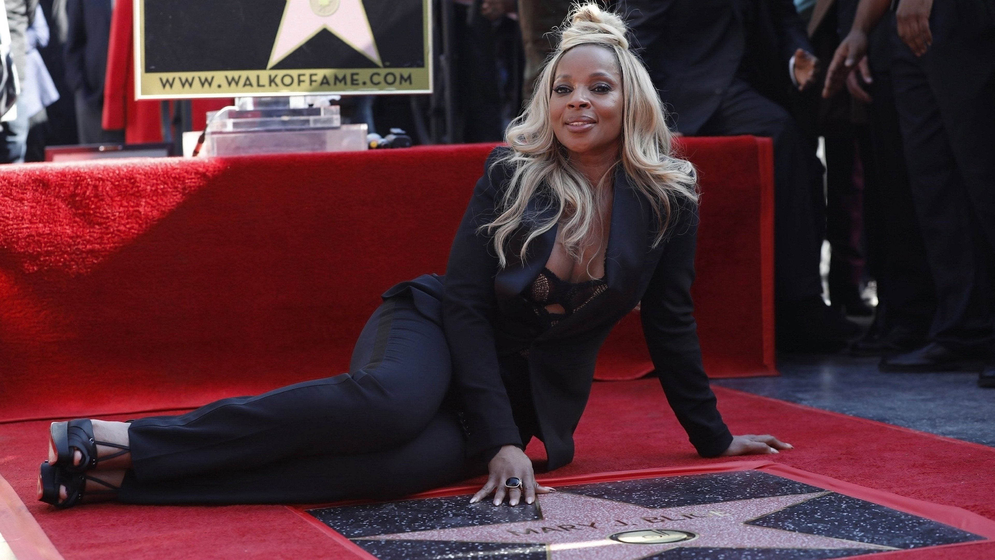 Mary J. Blige: Her Walk to Stardom